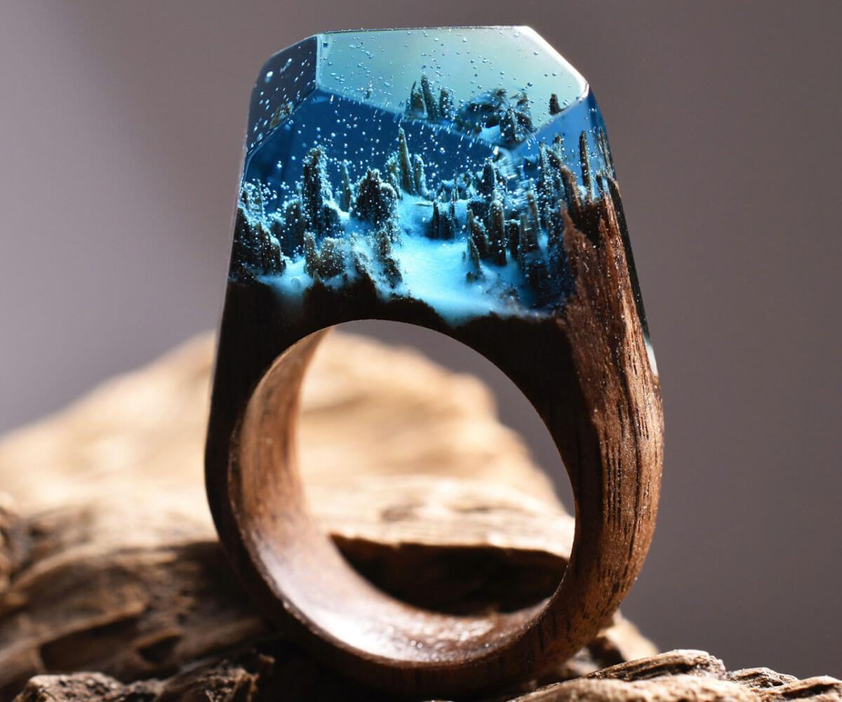 指先で幻想的な風景を楽しめる!Secret Woodのレジンの指輪が話題