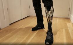 【Exo Prosthetic Leg】義足を3Dプリンターでモダンな3Dアートに