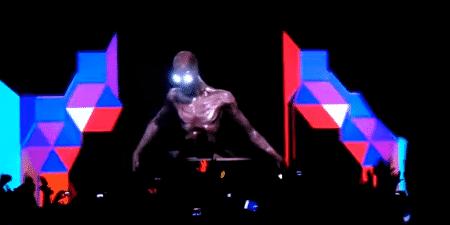 Skrillexのプロジェクションマッピングを使ったライブ演出