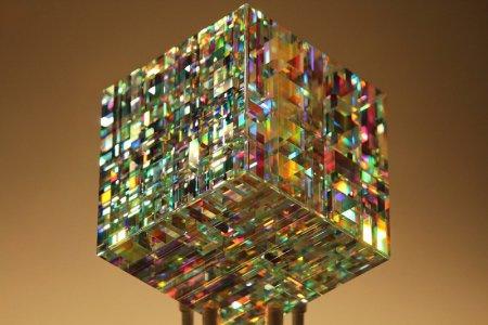 Jack Stormsのフィボナッチ比率を用いたガラスの彫刻