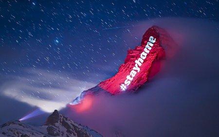スイスのマンハッターホルンにプロジェクションマッピングで希望のメッセージ