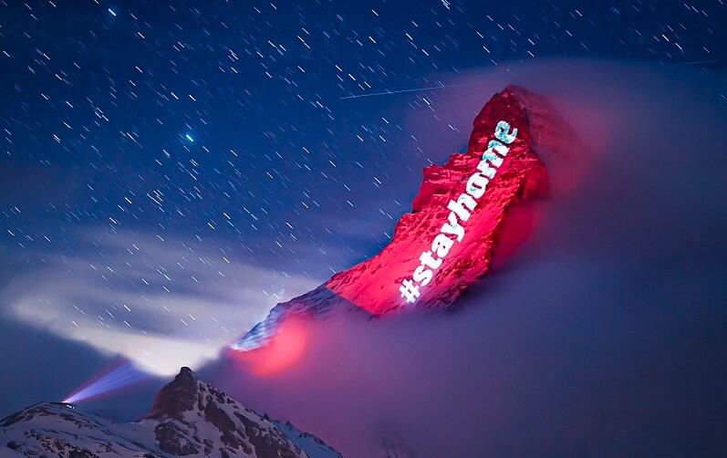 スイスのマッターホルンにプロジェクションマッピングで希望のメッセージ