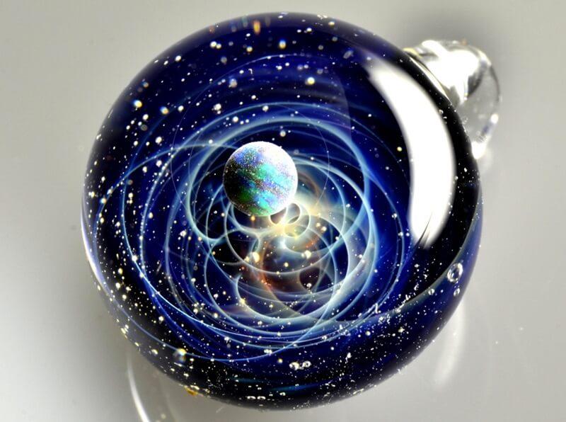 プラスアルファの宇宙ガラス