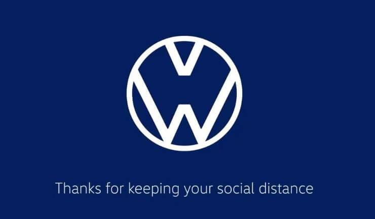 フォルクスワーゲンのソーシャルディスタンスのアレンジがされた企業ロゴ