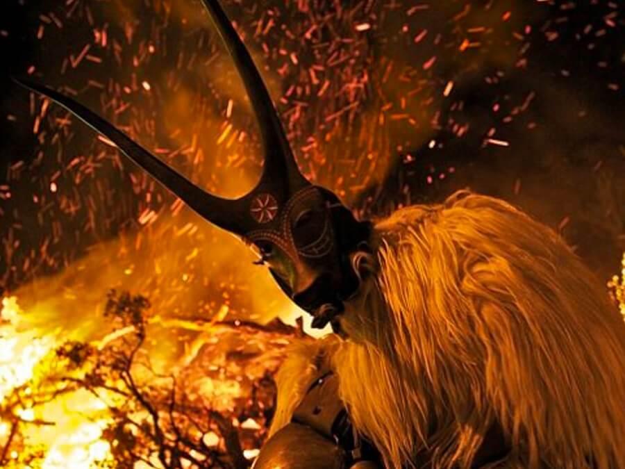 イタリア サルディーニャ島の祭りの獣の仮装やマスク