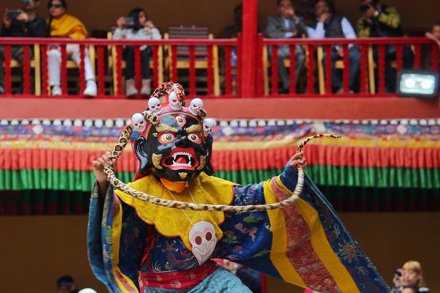 【Tibetan Skeleton Dancers】チベット修道院の奇祭の衣装が完全に異世界