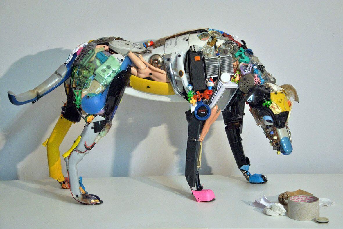 ゴミやスクラップに命を吹き込むDario Tironiの廃棄物アート
